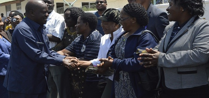 Spika wa Bunge Mhe. Job Ndugai akisalimiana na baadhi ya Wafanyakazi wa Ofisi ya Bunge waliojitokeza kumpokea katika uwanja wa ndege mkoani Dodoma alipowasili kutokea Dar es Salaam.