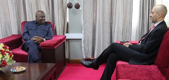 Spika wa Bunge la Jamhuri ya Muungano wa Tanzania Mheshimiwa Job Ndugai akizungumza  na  Balozi wa Italia nchini Roberto Mengoni Ofisini kwake Mjini Dodoma.