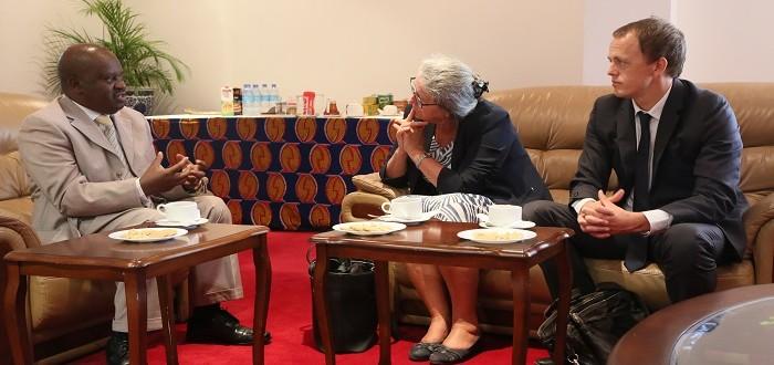 Spika wa Bunge, Mhe. Job Ndugai (kushoto) akizungumza na Balozi wa Norway nchini, Bi. Hanne – Marie Kaarstad (katikati) pamoja na Msaidizi wake ofisini kwake Mjini Dodoma.