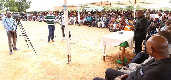 Spika wa Bunge Mhe. Job Ndugai akizungumza na wananchi wa kijiji cha Mvumi Makulu wakati wa sherehe ya kumbukizi ya kifo cha Mtemi Mkuu wa Ugogo Paramount Chief Daudi Solomon Mazengo Chalula.