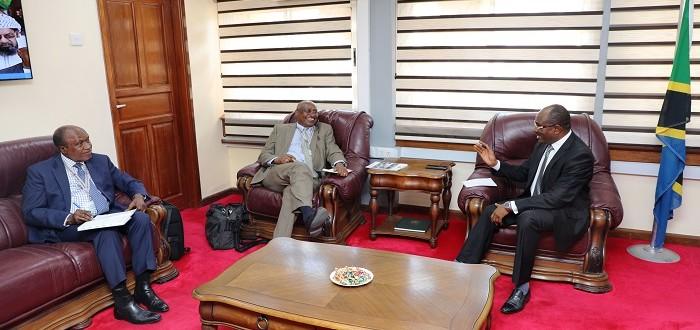 Katibu wa Bunge, Ndg. Stephen Kagaigai akizungumza na Mkurugenzi Mkuu wa Taasisi ya Utafiti wa Kutokomeza Umasikini Tanzania (REPOA), Dkt. Donald Mmari (katikati) pamoja na Mshauri mwelekezi wa REPOA, Prof. Pascal Mihyo ofisini kwake Jijini Dodoma.