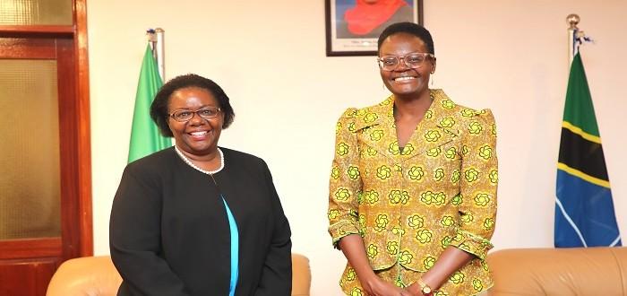 Naibu Spika wa Bunge, Mhe. Dkt. Tulia Ackson (kulia) katika picha ya pamoja na Mwakilishi Mkazi wa UNDP nchini Tanzania, Ndg. Christine Musisi alipomtembelea ofisini  kwake  Bungeni  Jijini Dodoma.