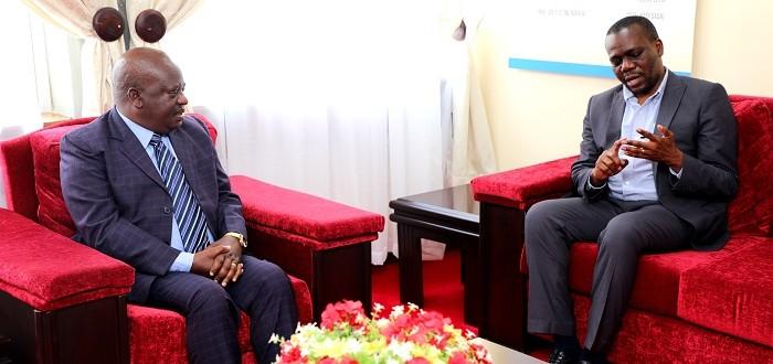 Spika wa Bunge, Job Ndugai akiteta jambo na Mwenyekiti wa Tanzania Centre for Democracy, Mhe. Zitto Kabwe alipomtembelea leo ofisini kwake Bungeni Jijini Dodoma, Septemba 8, 2021