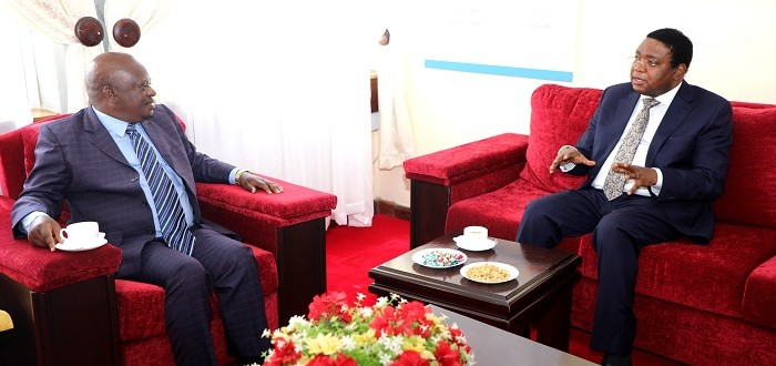 Spika wa Bunge, Job Ndugai akizungumza na Katibu Mkuu Kiongozi, Balozi Hussein Athman Kattanga alipomtembelea leo Ofisini kwake Bungeni Jijini Dodoma, Septemba 8, 2021